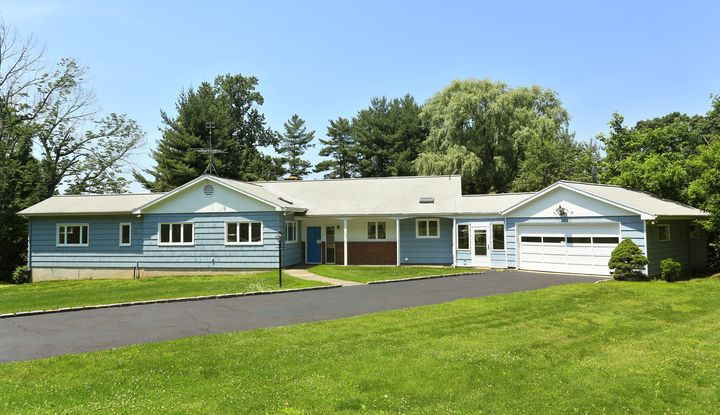 9 Taconic Road - Image 1