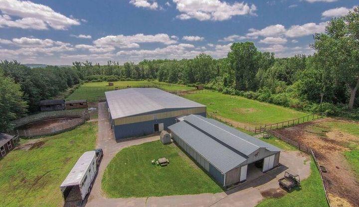 7 Country Farm Lane - Image 1