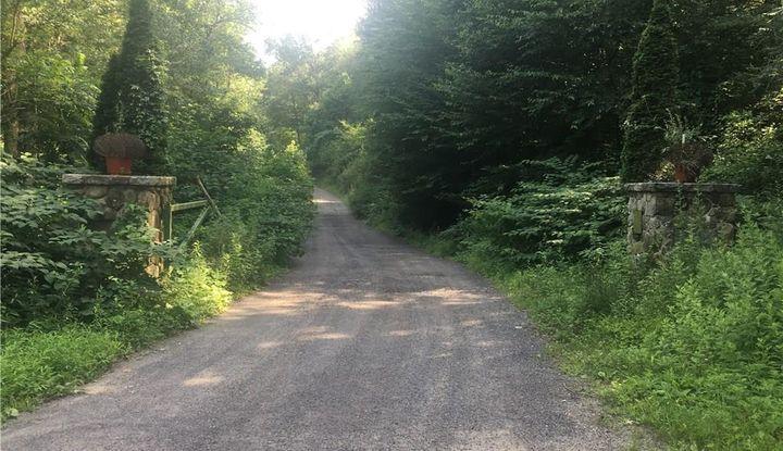 100 Hunters Mountain Road - Image 1