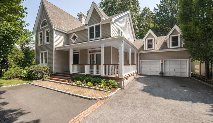 28 Forest Avenue - Image 1