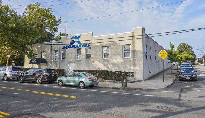 175 City Island Avenue - Image 1
