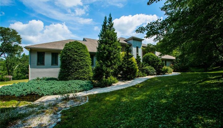 20 Carriage Drive - Image 1