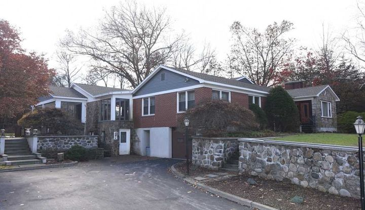 10 ANDERSON RD - Image 1