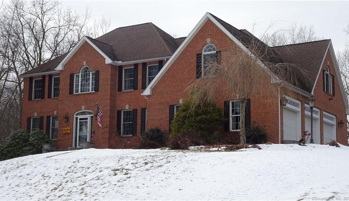 63 Country Club Road - Image 1