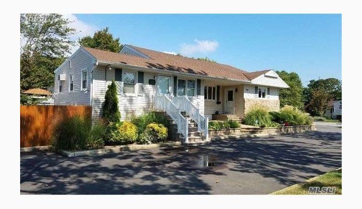 723 Montauk Hwy West Islip, NY - Image 1