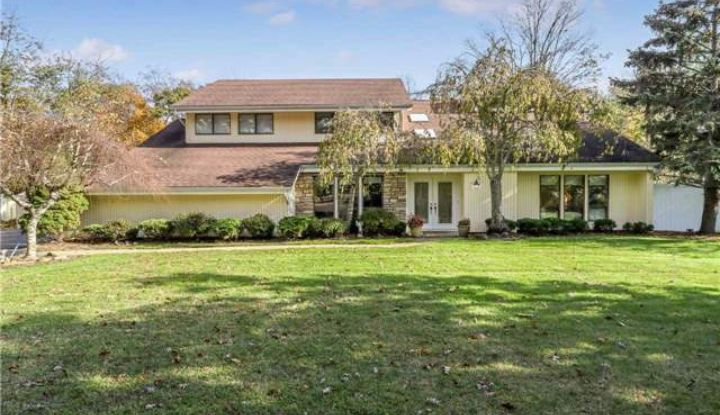 111 Percy Williams Dr - Image 1