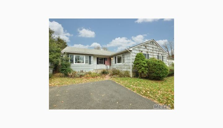 7 Hewitt Dr Northport, NY - Image 1
