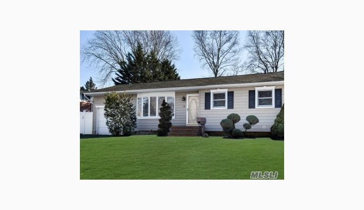 12 Wyoming St Commack, NY - Image 1