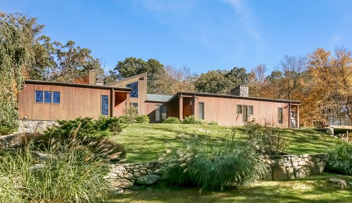 38 Green Valley Road - Image 1