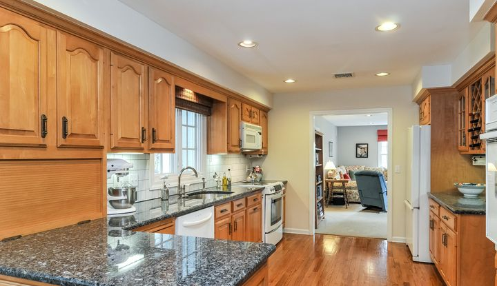 16 Mt Holly Road East - Image 1