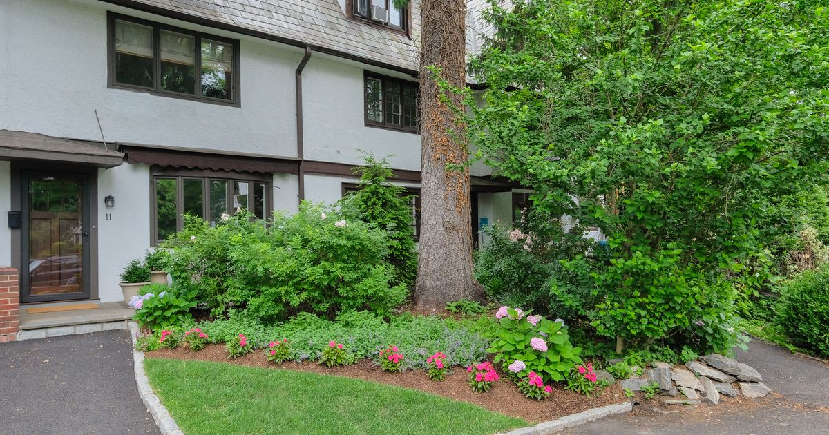 11 Bolton Gardens Bronxville, NY 10708