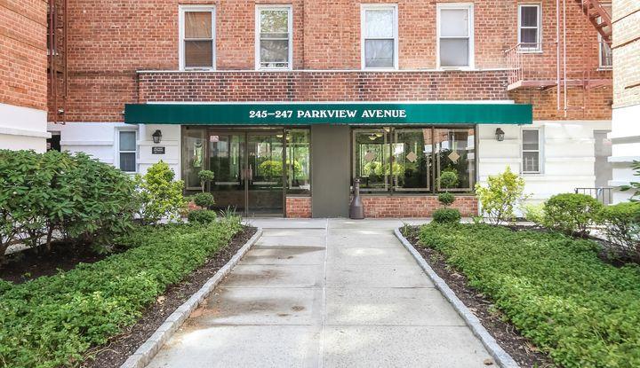 247 Parkview Avenue 2S - Image 1