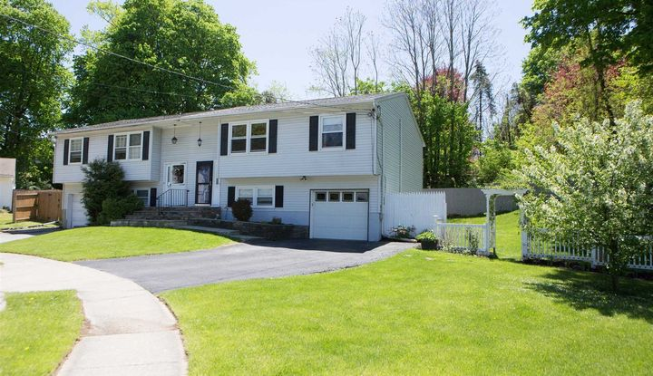 13 CREEKVIEW COUR - Image 1