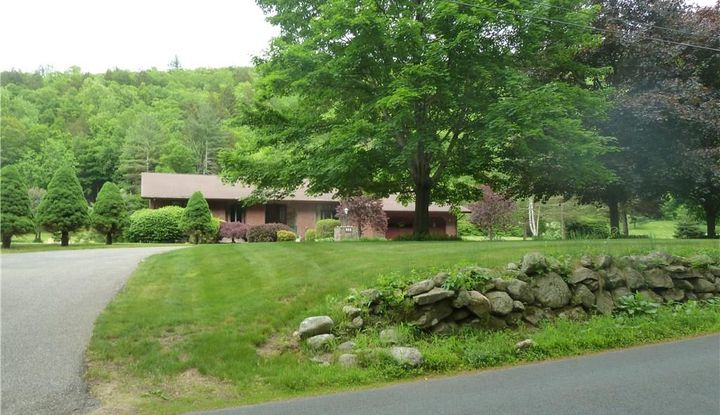 372 East River Road - Image 1