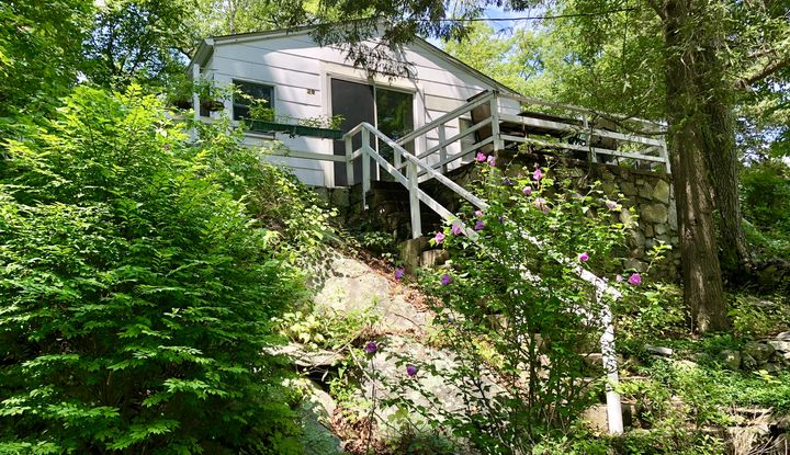 29 Pine Hollow Road - Image 1
