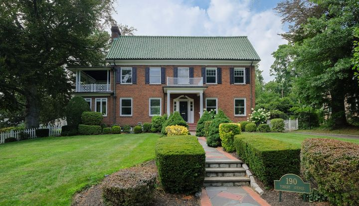 190 Forest Avenue - Image 1