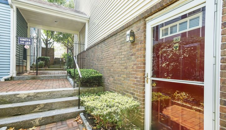 10 Washington Mews - Image 1