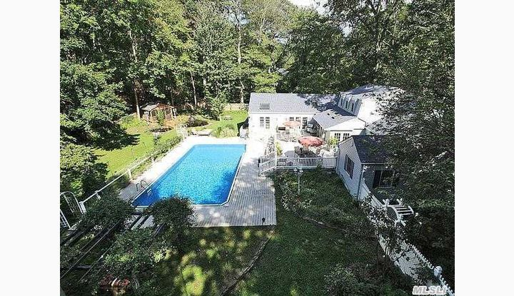 229 Vineyard Rd Huntington Bay, NY - Image 1