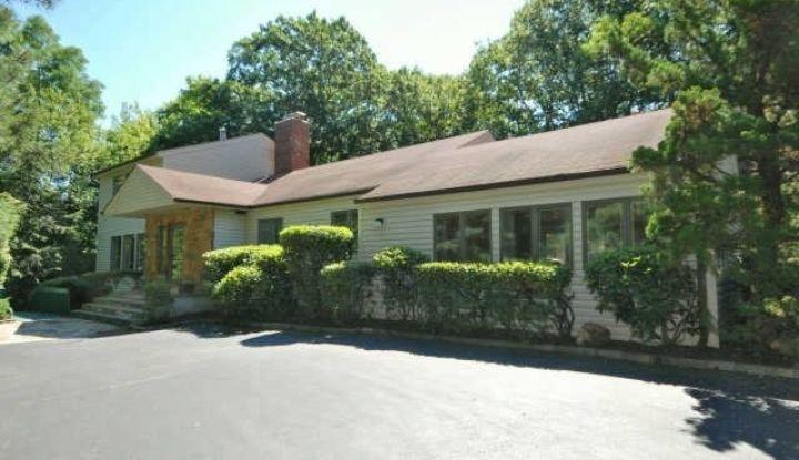 46 Old Homestead Rd - Image 1