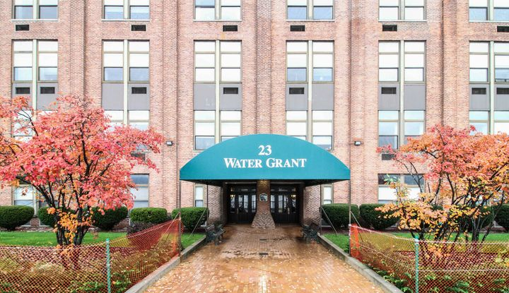 23 Water Grant Street 6H - Image 1
