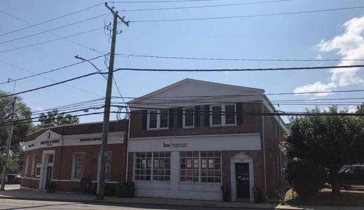 133 E Putnam Avenue 1st floor - Image 1