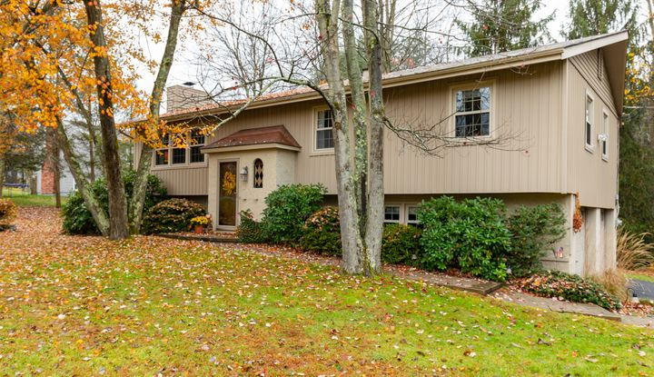 2 CROMWELL DR - Image 1