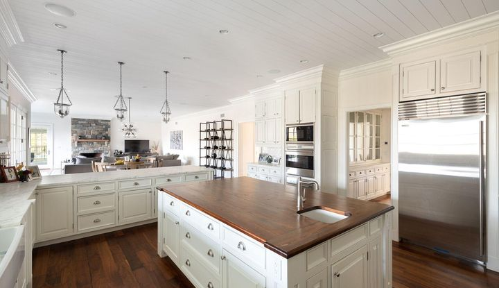 516 Round Hill Road - Image 1