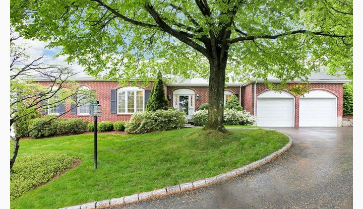 51 Bank Street #39 New Canaan, CT 06840 - Image 1