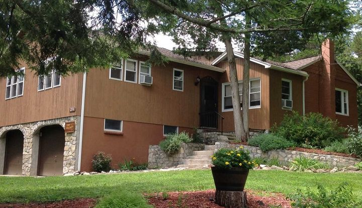 274 BLUE HILL RD - Image 1