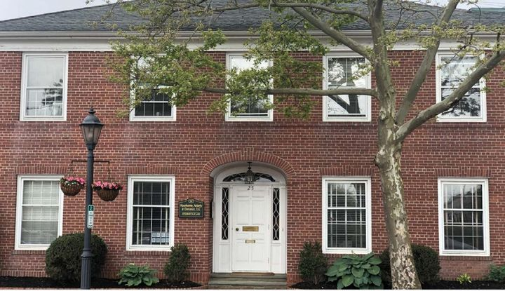 25 South Avenue New Canaan, CT 06840 - Image 1