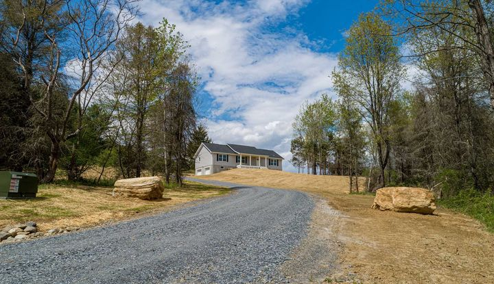 4 SPRUCE (LOT 4) HILL - Image 1