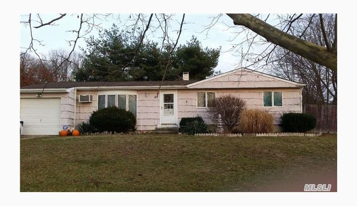 177 10th Ave Holtsville, NY - Image 1