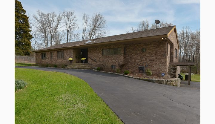 9 Perry Court Armonk, NY 10504 - Image 1