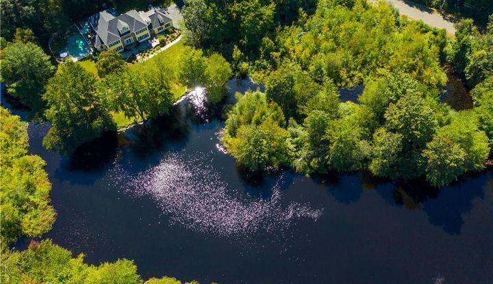 12 Laurel Lake West - Image 1