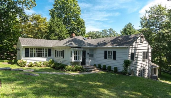 115 Old Kings Highway South - Image 1