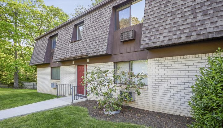 1704 Cherry Hill Dr #1704 - Image 1