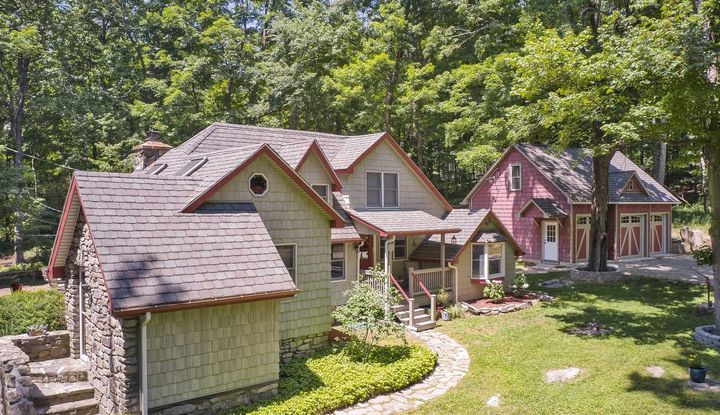 107 Meads Farm Road - Image 1