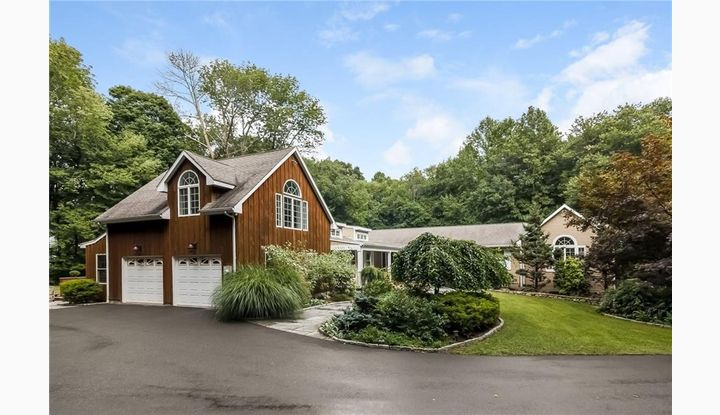 85 Peck Hill Rd Woodbridge, CT 06525 - Image 1