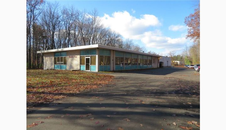 5 Northwood Dr Bloomfield, CT 06002 - Image 1