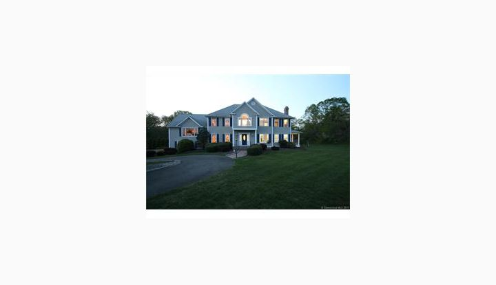 35 Roseview Ct Trumbull, CT 06611 - Image 1